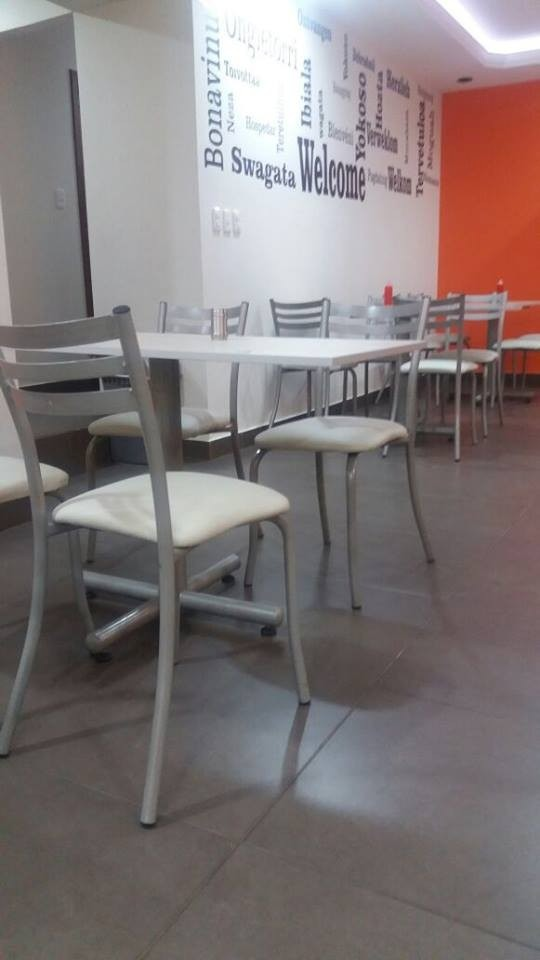 Mesas Para Restaurante Muebles De Oficina  U$S 150,00 en Mercado