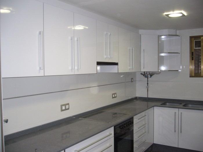 Mueble cocina barato diseos de cocinas armarios y muebles for Puertas cocina baratas